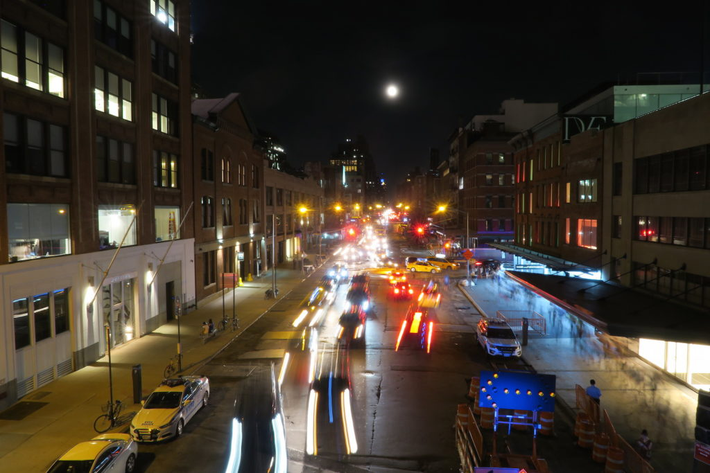 14th-street-and-moon-from-high-line